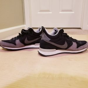 Nike WMNS Internationalist Mid Sz 8